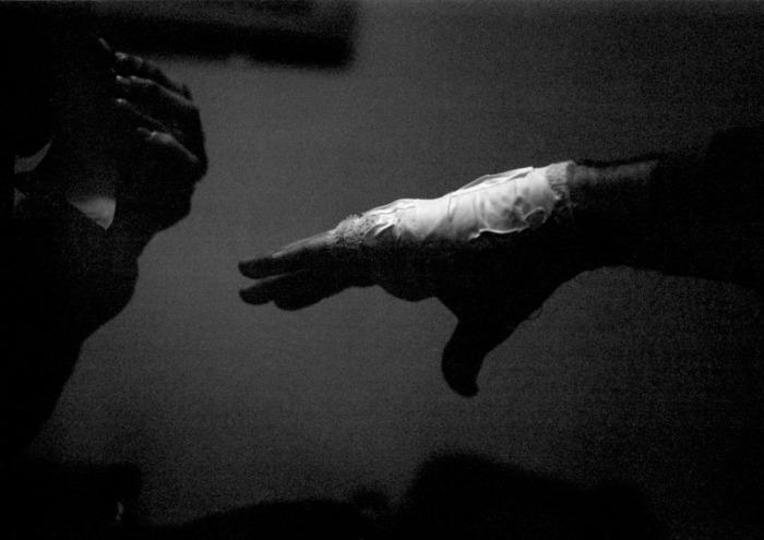 hand-dark